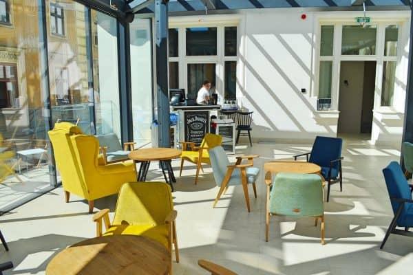 Dachterasse und Bar im Restaurant für Familien Trattoria Degusti