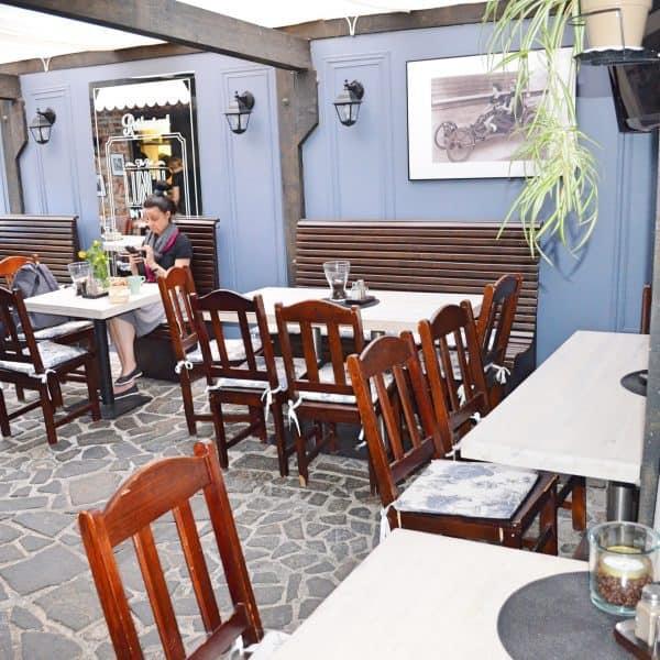 Terrasse im kinderfreundlichen Restaurant Barfly