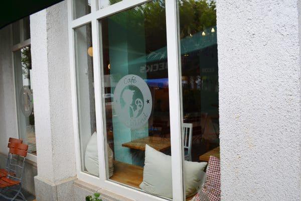 Muenchen Cafe Glueckskind kinderfreundlich Spielecke