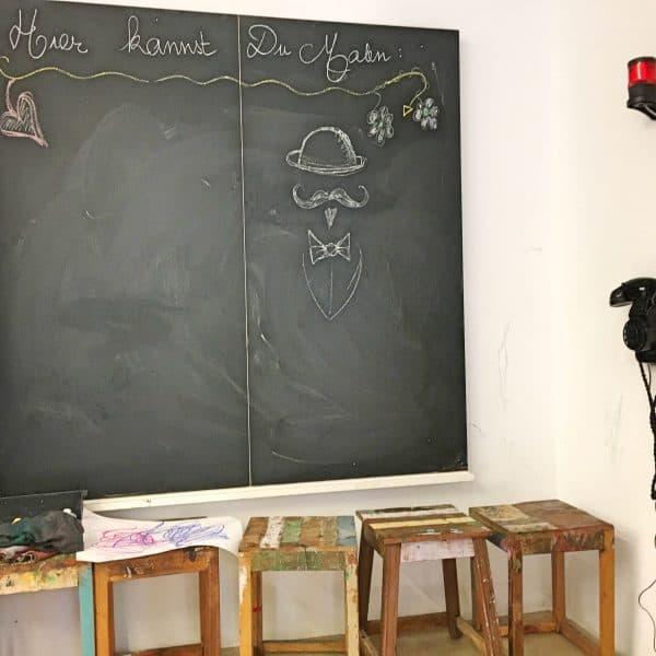 Kinderkunsthaus München Indoor Maltisch Malen mit Kreide