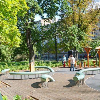 Spielen mit Kindern im Park Plac Zabaw