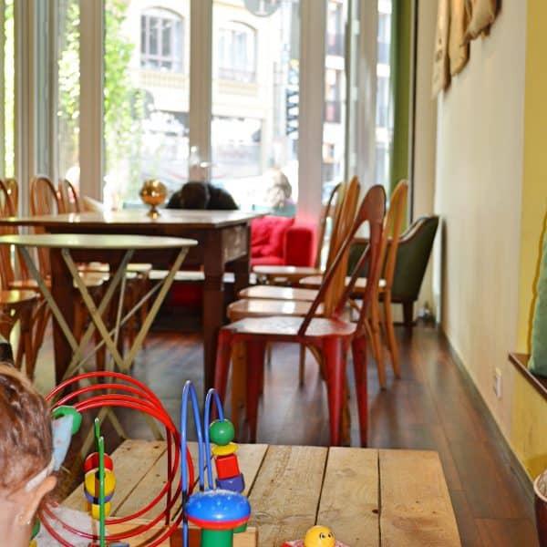 München Cafe Vits kinderfreundlich Spielecke