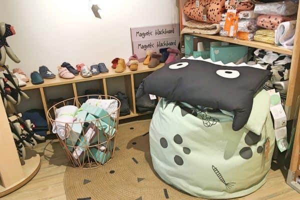 Geschäft Lili et Milou in München. Kinderladen für Babybekleidung sowie Spielsachen