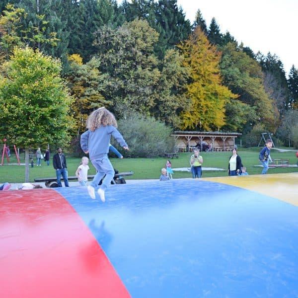 München Waldtierpark Aying, Familienausflug, Ausflug mit Kindern Bergtierpark, Spielplatz Trampolin