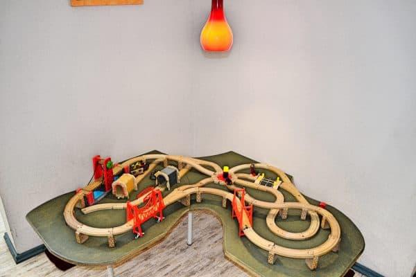 München kleine Sportgeister Turncafe Indoor Kleinkindbereich Brio Eisenbahn