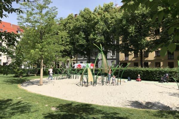 München outdoor Spielplatz Josephsplatz Klettergerüst Kleinkindbereich
