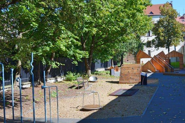Kinderspielgeräte im Archäologischen Garten in Krakau