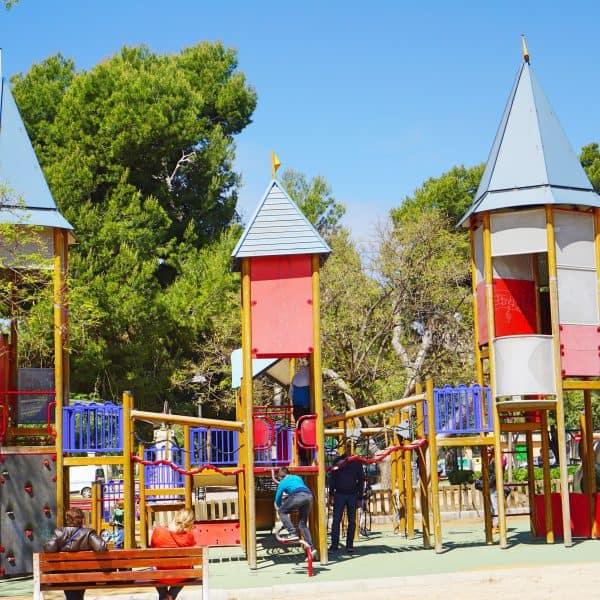 Parc Sa Feixina Spielplatz Palma de Malloca mit Kind