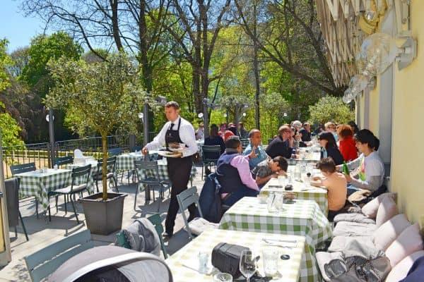 München Cafe Reitschule kinderfreundlich Familienbrunch Terrasse