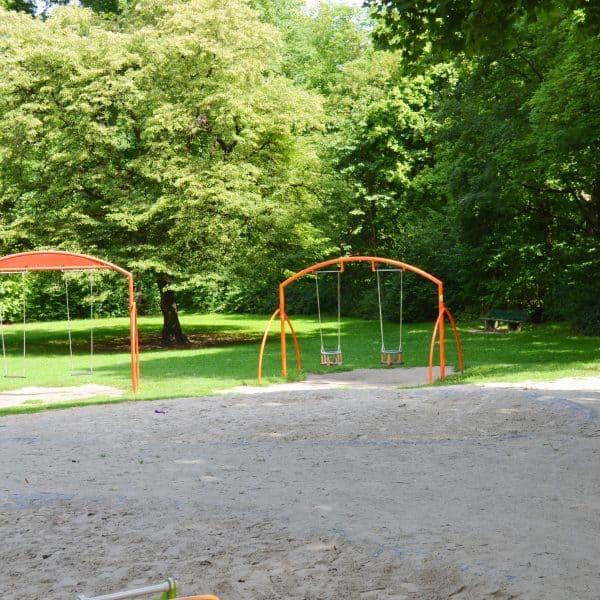 München Outdoor Spielplatz Wiener Platz Kleinkindschaukel