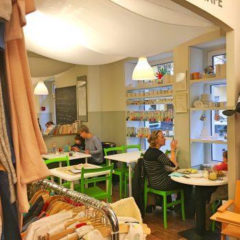 Amitola Kindercafé Kinderladen Restaurant mit Spielecke kinderfreundlich Secondhand