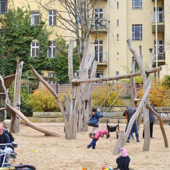 Drachenspielplatz Abenteuerspielplatz Outdoor-Spielplatz Berlin mit Kind