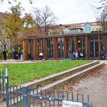 Kiezkind Indoor-Spielplatz Kindercafé Elternkindcafé Berlin mit Kind Familienausflug Berlin