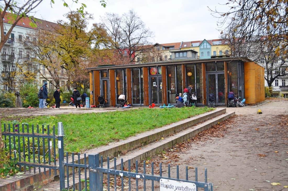 INDOOR CAFÉ UND SPIELPLATZ KIEZKIND IN BERLIN