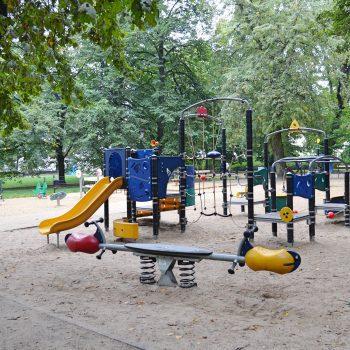 Spielplatz im Park in Warschau