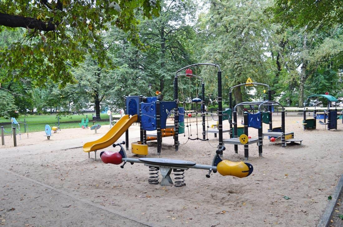 warschau outdoor spielplatz im park ogr d saski. Black Bedroom Furniture Sets. Home Design Ideas