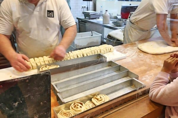 Zeit fuer Brot mit Kindern Berlin kinderfreundliches Café Zimtschnecken Cinnamon Buns