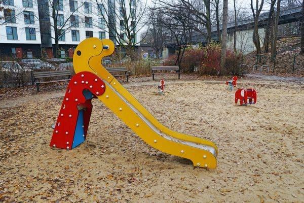 Spielplatz Iseplatz, Kinderspielplatz, Kleinkindbereich, Ausflugsziel mit Kinder