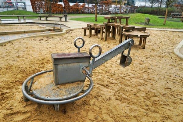 Spielplatz Grasbrookpark, Kinderspielplatz mit Piratenschiff, Elbphilharmonie, Hafencity Hamburg