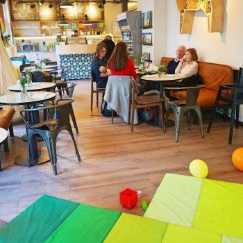 Kindercafé Ellippa in Hamburg Eppendorf, kinderfreundliches Café mit Spielecke und Kinderhochstühlen