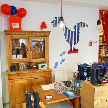 Kinderschuhladen der kleine Knurrhahn in München Neuhausen Nymphenburg mit Spielecke und guter Beratung