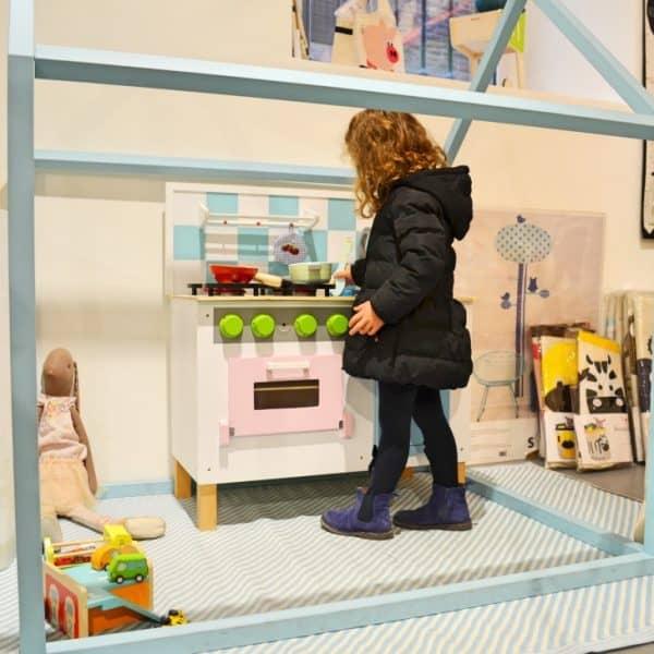 Kiddy Kabane_ConceptStore_Verona with kids1