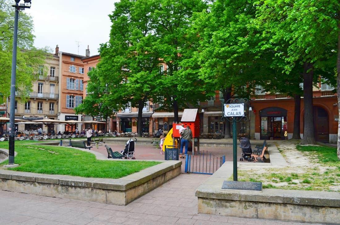 toulouse outdoor spielplatz place st georges. Black Bedroom Furniture Sets. Home Design Ideas