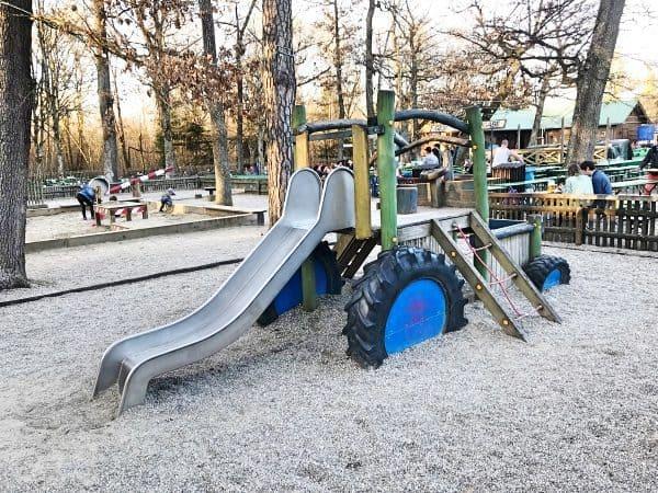 Kinderfreundlicher Biergarten Kugler Alm in München, child-friendly beer Garden in Munich
