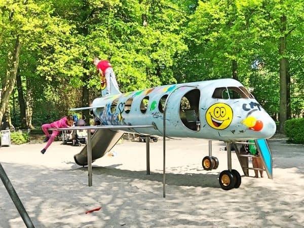 Spielplatz für Kleinkinder in Münster an der Promenade, Kreuzviertel, Flugzeugspielplatz, recommended by the urban kids