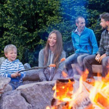 Lagerfeuer im Hells Ferienresort für Familien