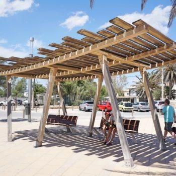 Kinderfreundlicher Stadtstrand ciudad jardin mit Spielplatz bei Palma, Mallorca