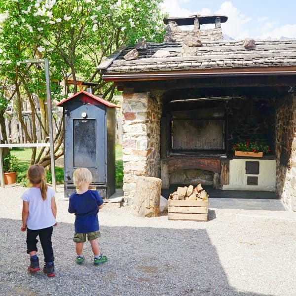 Kinderfreundlicher Gasthof Haidenhof in Marling in Italien mit Spielplatz, kidsfriendly Restaurant with playground