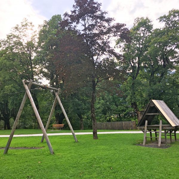 Zentraler Spielplatz an der Ache in St. Johann