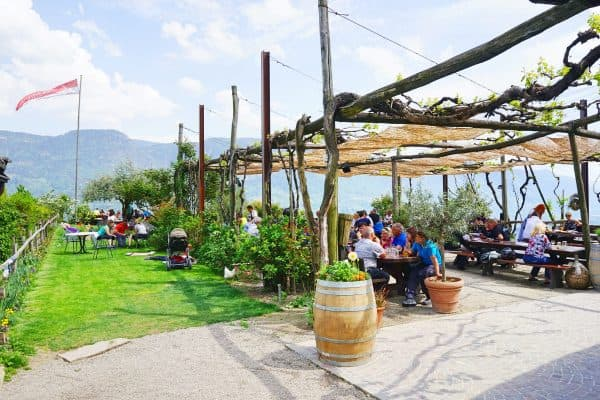 Kinderfreundlicher Gasthof Haidenhof in Marling in Italien mit Spielplatz, kidsfriendly Restaurant with playground, recommended by the urban kids