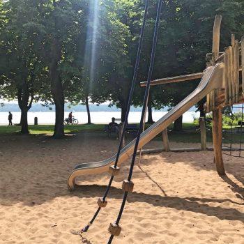 Spielplatz am See, Starnberger See, Kleinkindbereich, Klettergerüst
