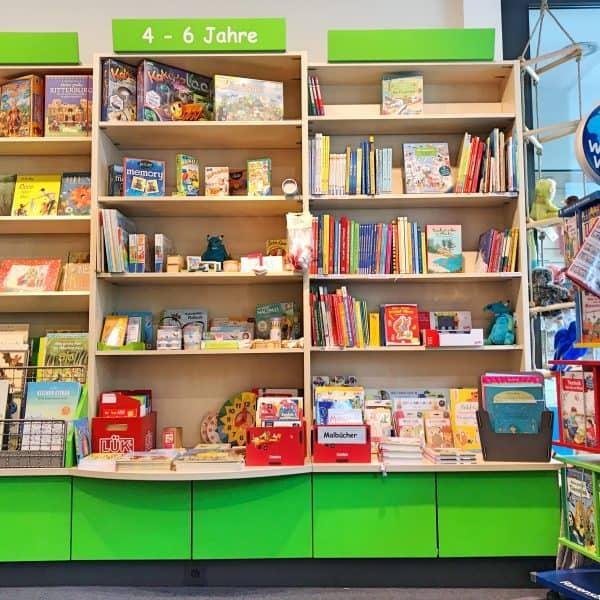 Kinderbuchhanldung Gossens junior in Düsseldorf Oberkassel, kinderfreundliche Bücher