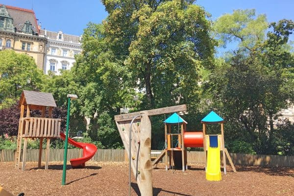 Spielplatz am Rathaus in Wien mit Kind, kinderfreundliche Plätze in Wien für Familien