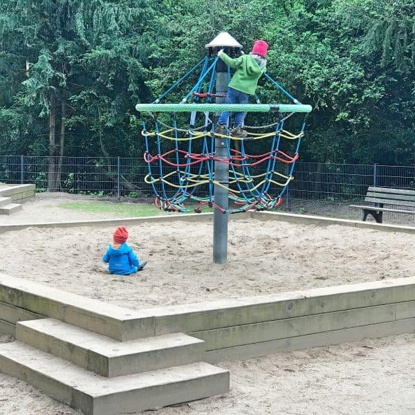 Spielplatz Benrather Schloss, Ausflugsziel mit Kind, Kinderspielplatz im Schlosspark, Spielplatz, Playground, recommended by the urban kids