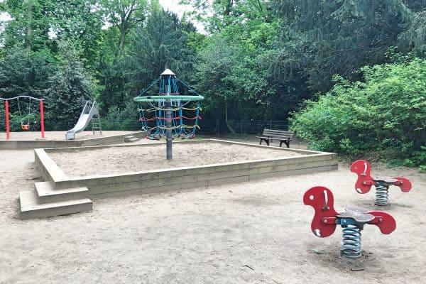 Spielplatz Benrather Schloss, Ausflugsziel mit Kind, Kinderspielplatz im Schlosspark