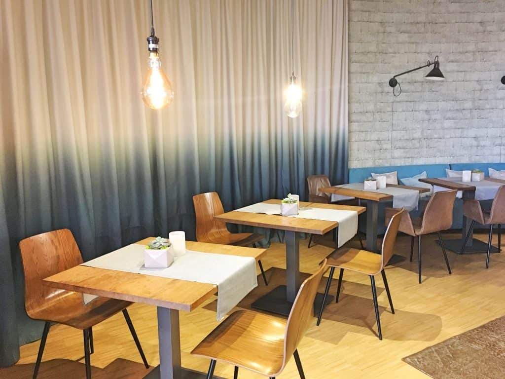 Jochen Schweizer Arena Restaurant in München mit Kind