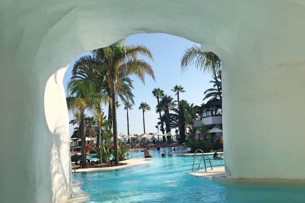 marbella mit kindern beach club orange