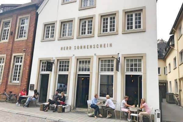Kinderfreundliches Café Herr Sonnenschein in Münster, Hochstuhl und Kinderwagenparkplatz vorhanden