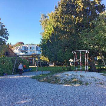 Spielplatz an der Seepromenade am Ammersee mit Kindern