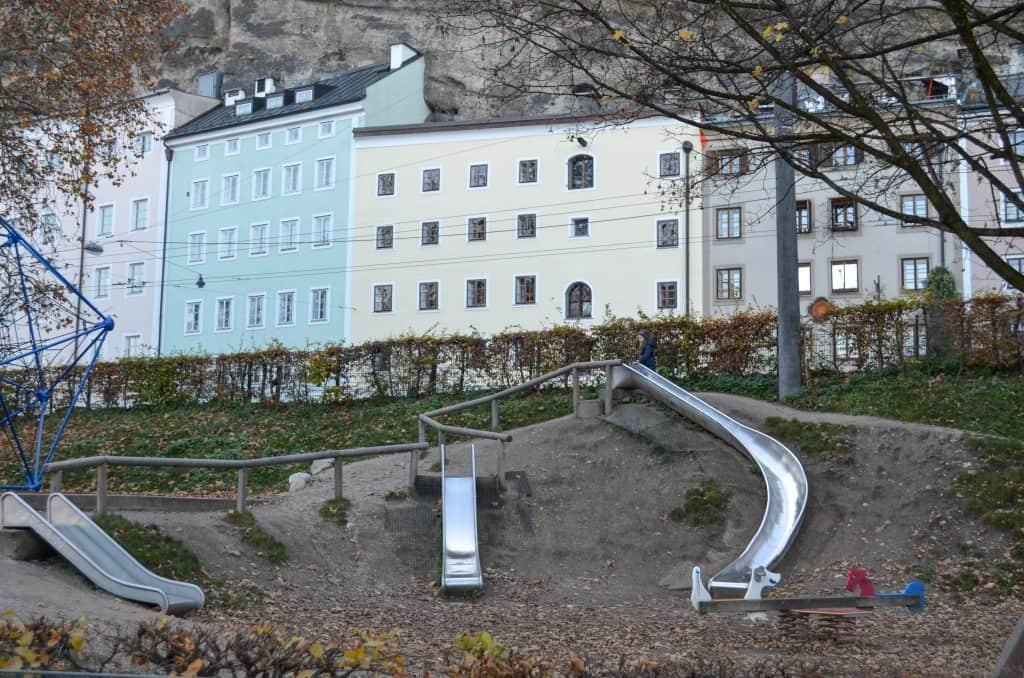Kletterspaß am Spielplatz Franz Josef Kai in Salzburg mit Kindern
