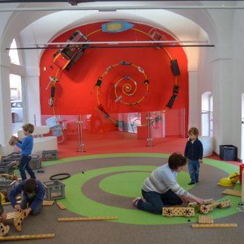 Familienausflug ins Spielzeugmuseum Salzburg mit Kindern; kreative Spielzeuge selber bauen