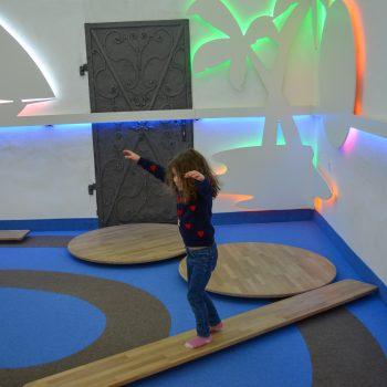 Familienausflug ins Spielzeugmuseum Salzburg mit Kindern; Gleichgewicht