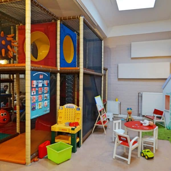 Kipken Kindercafé in Düsseldorf-Zoo, kinderfreundlicher Indoor-Spielplatz, Indoor playground recommended by the urban kids