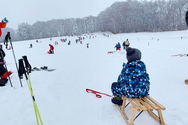 Skigebiet Kreuzmöslberg bei Starnberg, the urban kids, Rodeln und Skifahren mit Kind, Münchener Umland