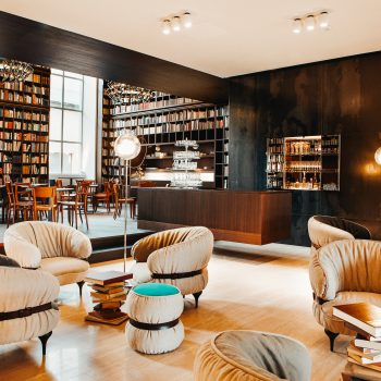 familienfreundliches B2 Boutique Hotel + Spa; Library Lounge