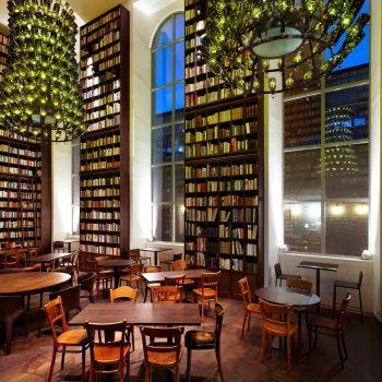 familienfreundliches B2 Boutique Hotel + Spa; Library Lounge